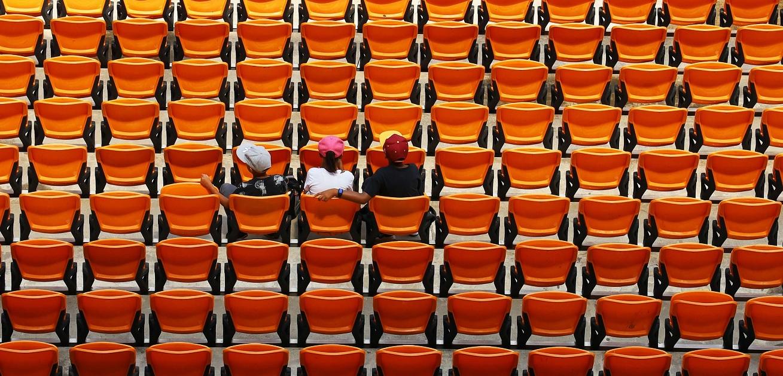 Erstsemester im leeren Hörsaal